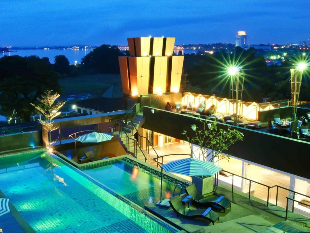 vientiane hotels with pool